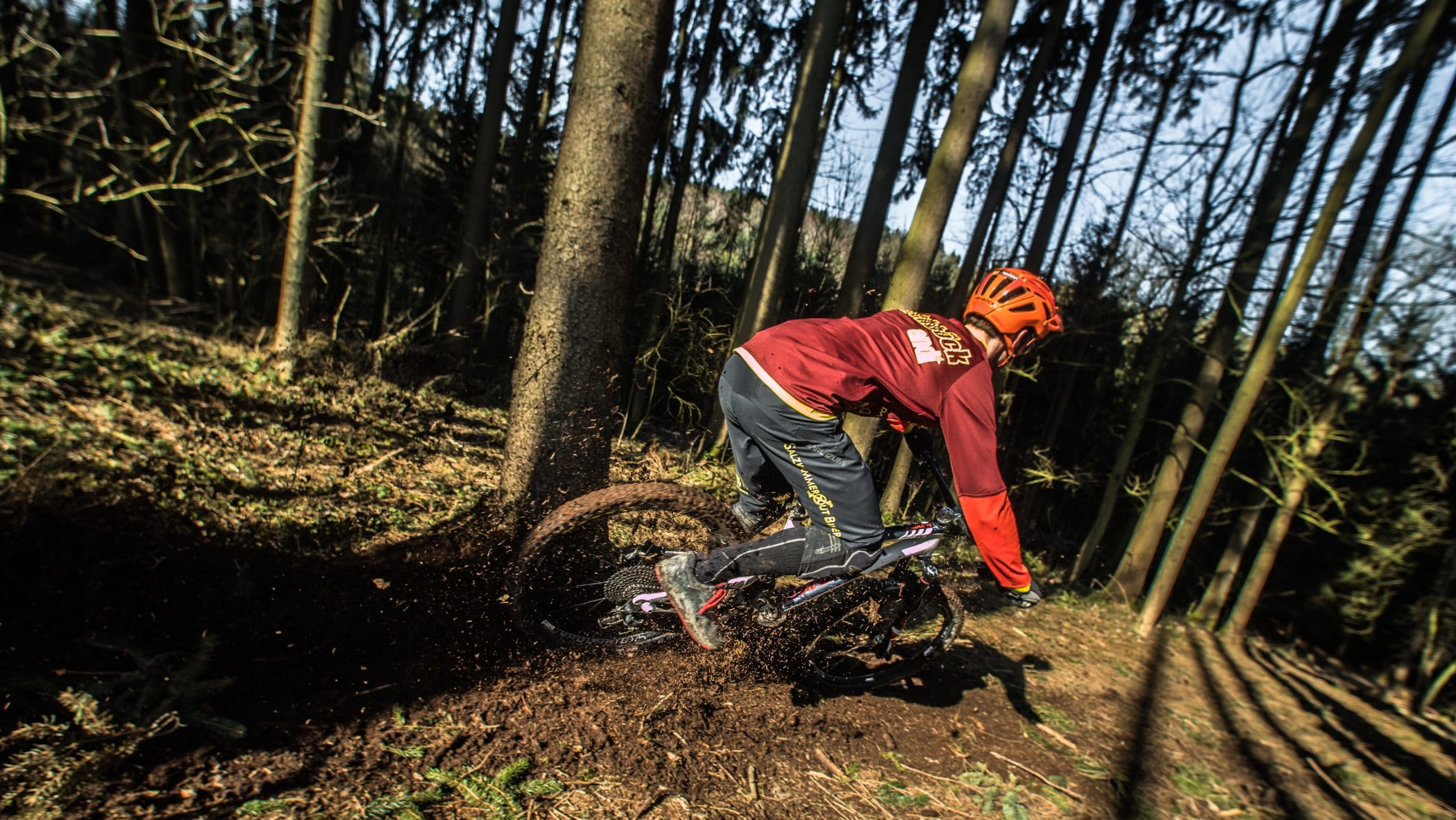 Weight of a Carbon Mountain Bike vs. Aluminum: Image of mountain biker with helmet